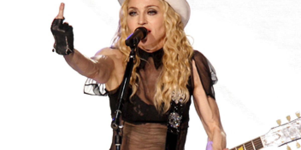 Madonna durante su actuación en Sevilla