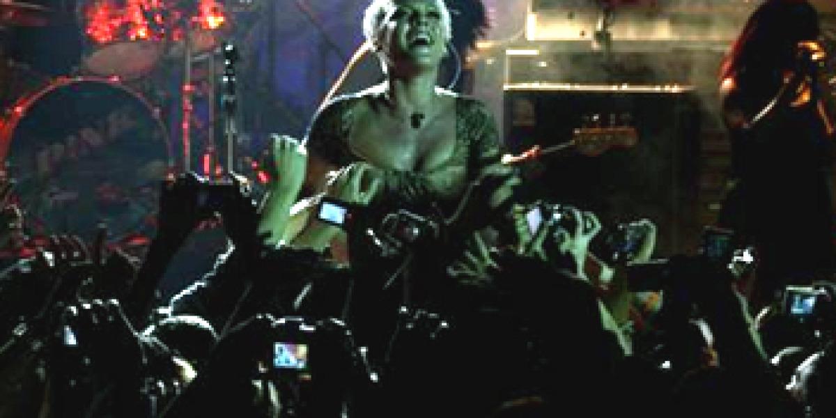 Pink durante su estreno en la sala Luz de Gas de Barcelona