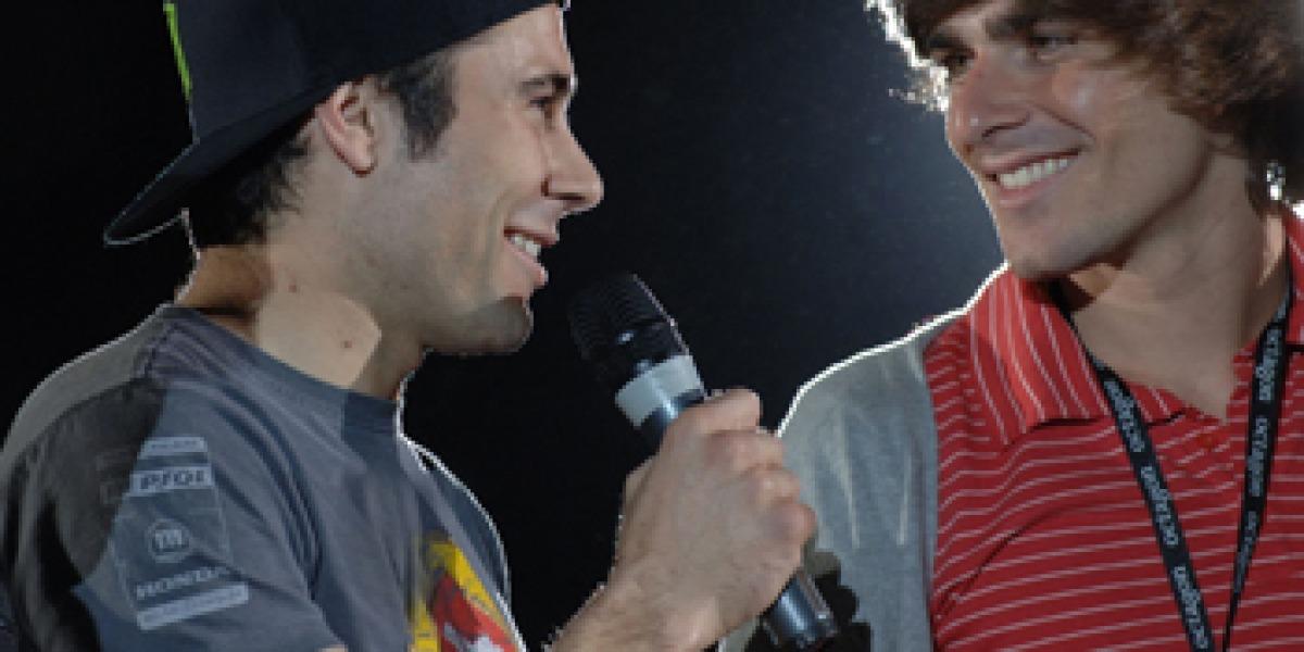Toni Bou y Andrea Dovizioso junto al líder de Melocos