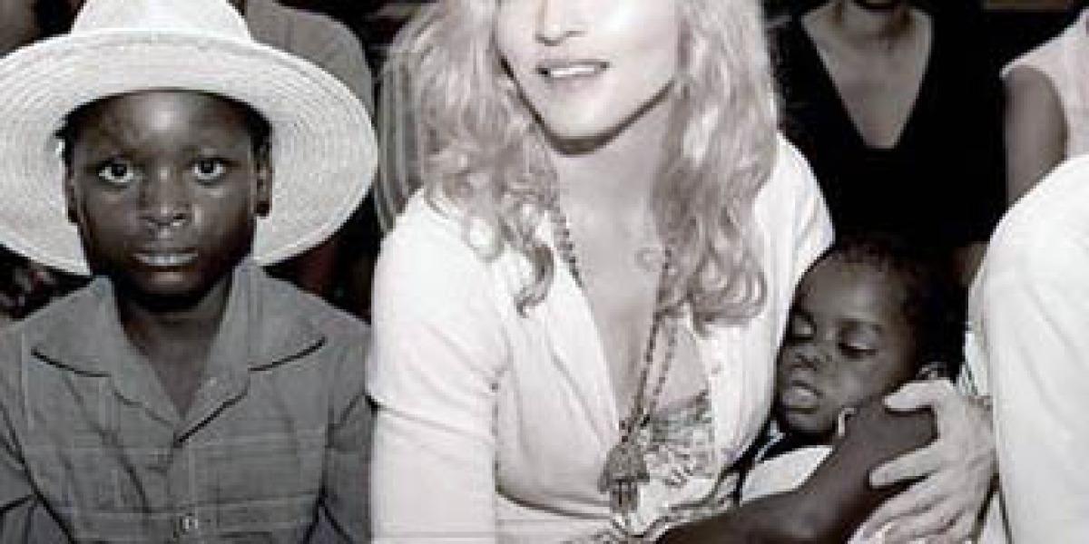 Madonna junto a su nuevo hijo Chifundo Mercy James