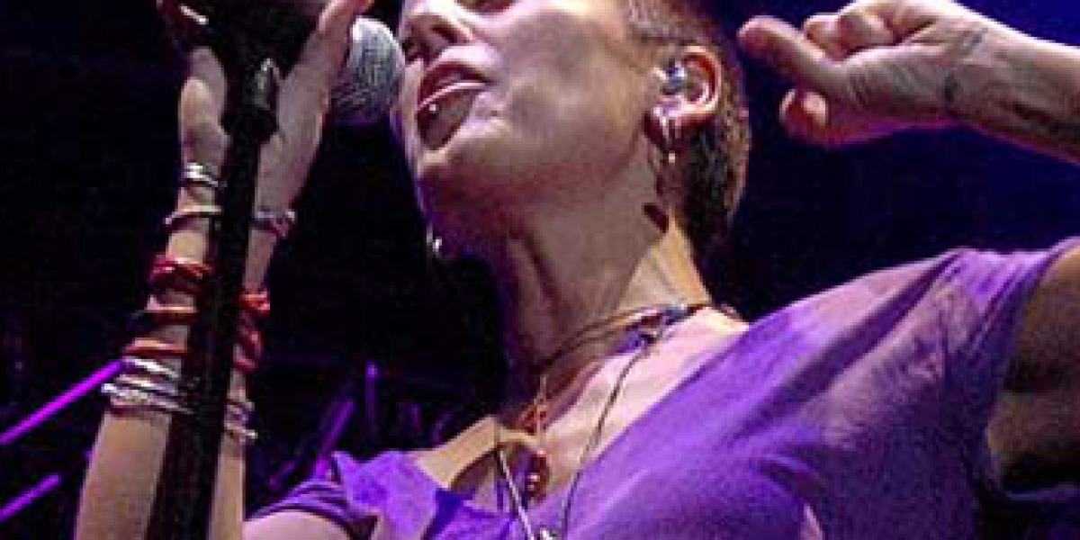 La Mari durante la gira Con otro aire 2009