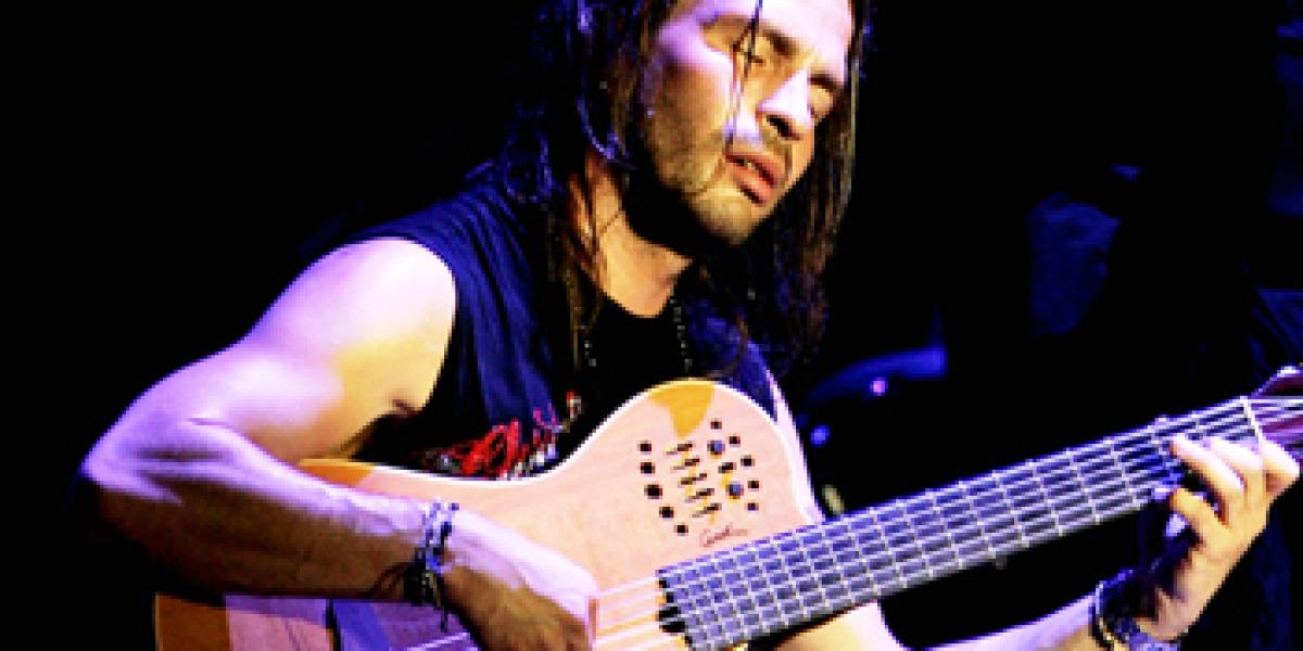 Sergio Vallín el guitarrista de Maná