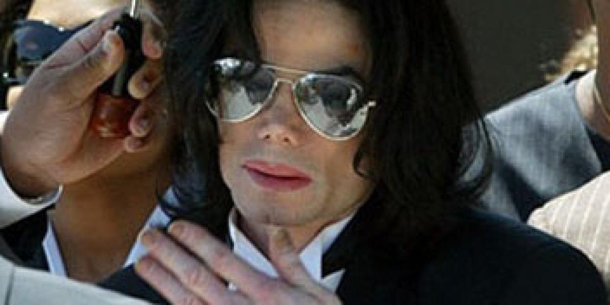 Michael Jackson en una de sus salidas a la calle