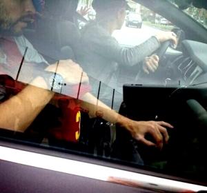 Shakira y Piqué transportan a Milan en el coche sin respetar la ley