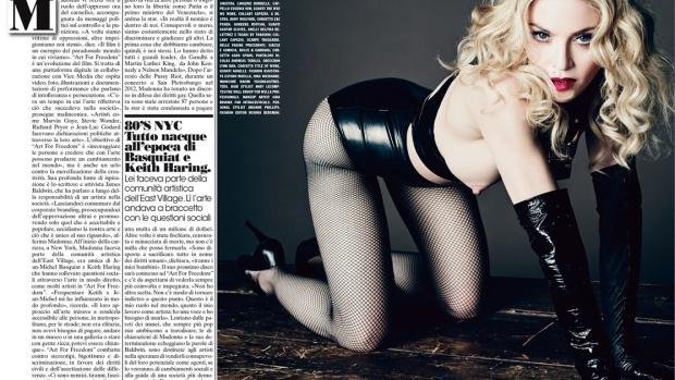 Madonna con el pecho al aire