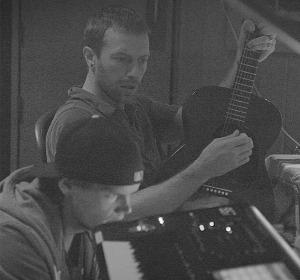 Avicii y Chris Martin en el estudio