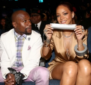 Rihanna y Floyd Mayweather en los BET Awards 2015