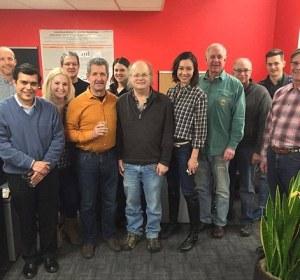 Dave Whitlock, en el centro, y el equipo de AOBiome