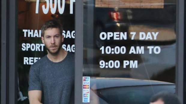 Calvin Harris saliendo de Thai Massage