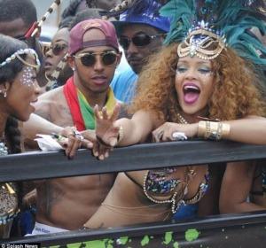 Lewis Hamilton y Rihanna en el carnaval de Barbados